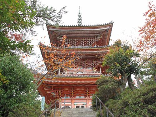 向上寺・・・国宝の三重塔を見る。