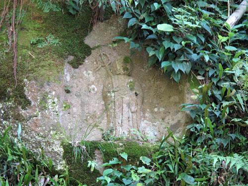 洞亀寺跡の磨崖仏