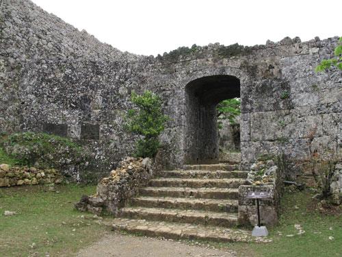 中城城跡と護佐丸の墓